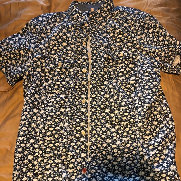 Uniqlo Other - Floral button up